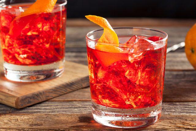 Negroni Sbagliato cocktail, storia e ricetta di una invenzione milanese [fonte immagine http://www.olivemagazine.com]