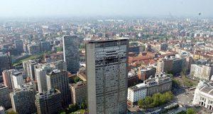18 aprile 2002: un aereo si schianta sul Pirellone di Milano