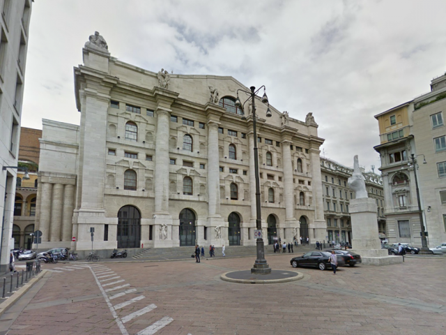 Piazza Affari a Milano e la storia di Palazzo Mezzanotte
