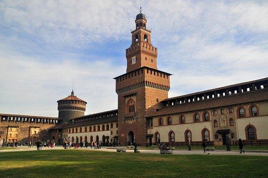 Castello Sforzesco di Milano, il simbolo mai del tutto amato della città