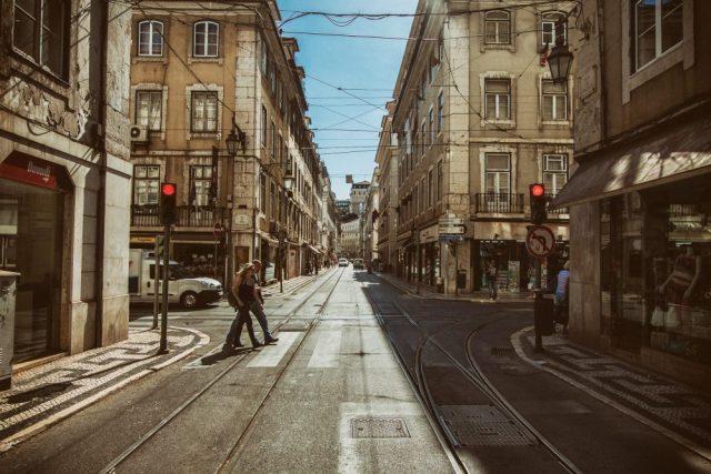 Il primo semaforo a Milano: come queste luci colorate hanno cambiato il mondo