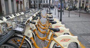 In bici a Milano: tra fotografie, sharing e piste ciclabili