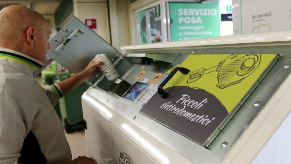 Ecco i cassonetti elettronici a Milano: a cosa servono e come usarli