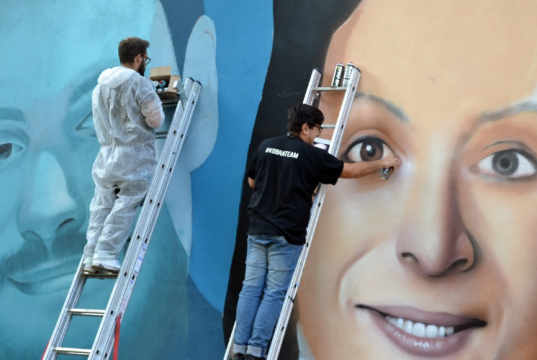 Street art, compare a Milano il murale omaggio a Giulio Regeni e Valeria Solesin