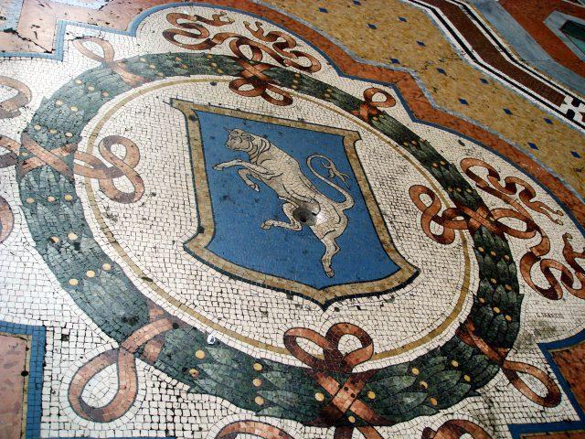 Scaramanzia all'italiana: la storia del toro della galleria Vittorio Emanuele II