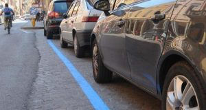 Parcheggi strisce blu a Milano: basta ticket cartaceo, la città si prepara alla novità