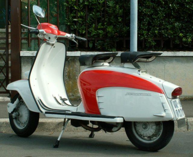 La Lambretta: lo scooter nato a Milano durante il boom economico